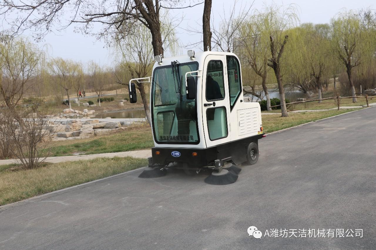 小区物业驾驶式电动清扫机的设备主要特性讲解